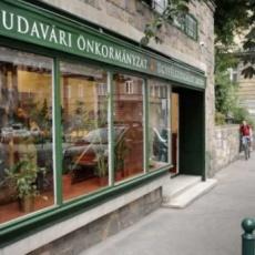I. kerület Budavári Önkormányzat - Ügyfélszolgálati Iroda - Kapisztrán tér (Forrás: egyker.blog.hu)