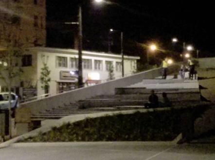 A közteresek büntetik a csikkek eldobóit a Széll Kálmán téren