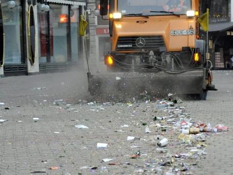 Buli után a takarítás (fotó: MTI)