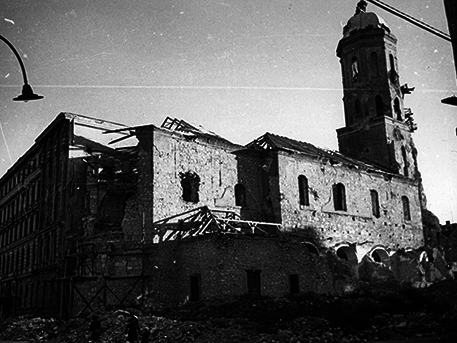 A Mária Magdolna templom romjai, 1945, fotó: Fortepan