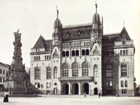 A volt pénzügyminisztériumi épület a Szentháromság téren