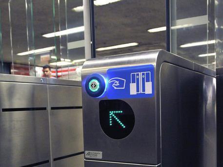 Papírjegy helyett plasztikkártyával utazhatunk majd (fotó: MTI)