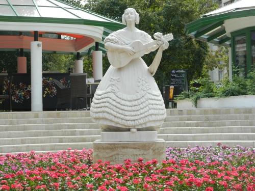 A szobor mostanában, fotó: irodalmi jelen